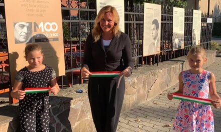 Mészöly Miklós kerítéskiállítás a Rácz Fogadóban