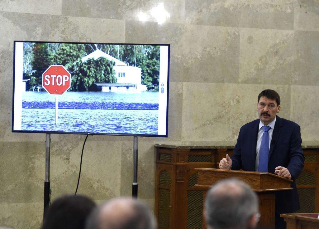 Áder János köztársasági elnök beszédet mond a tízéves Nemzeti Fenntartható Fejlődési Tanács ünnepi ülésén az Országházban