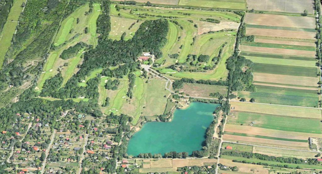 Kisoroszi Cseres-tó és a golfpálya Magyar Golf Club